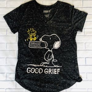 Who Doesn't Love Snoopy? Peanuts Shirt. XL
